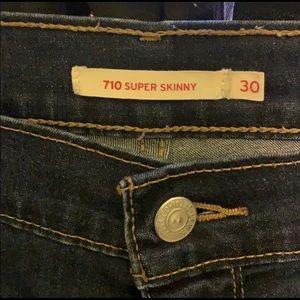 Women Levi's 710 skinny jeans